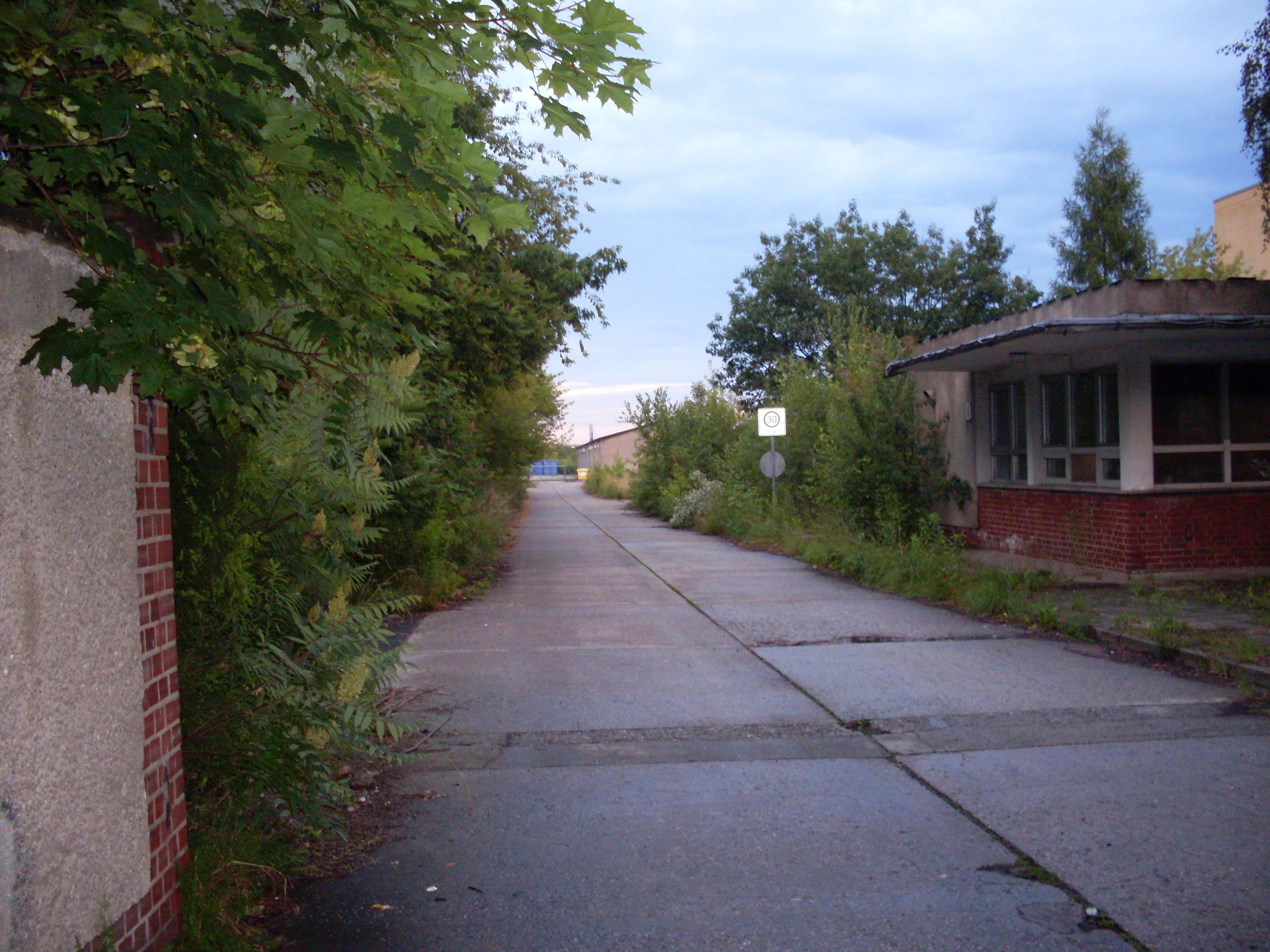Weg zum Gelände der Wodanstr. 17a